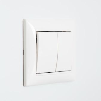 Closeup vista do interruptor de luz no fundo da parede branca