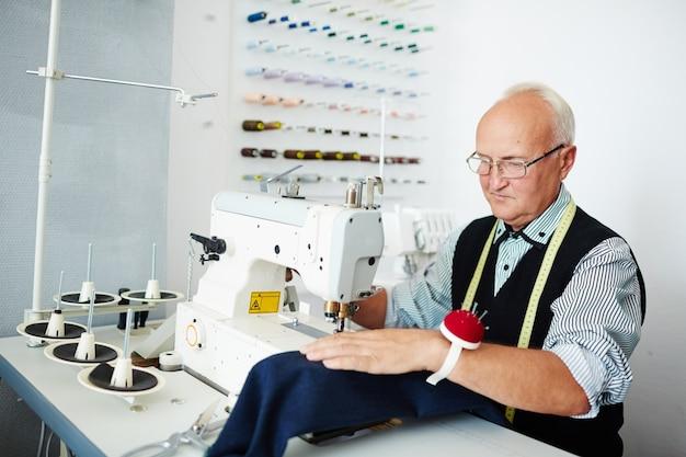 Clothier trabalhando