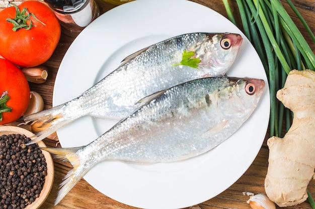 Clupeidae, peixes pequenos frescos