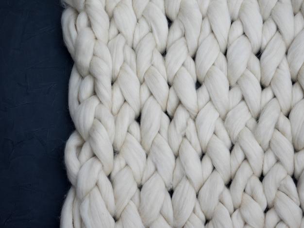 Cobertor grande feito malha feito a mão de lã de merino, fio super robusto, conceito na moda