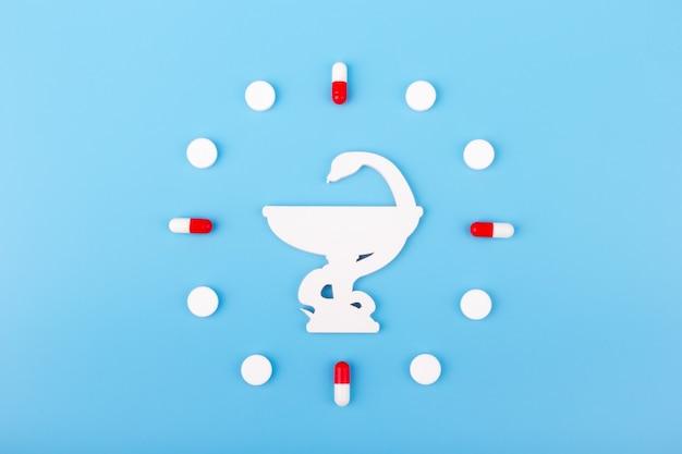 Cobra e uma tigela tigela de hygieia um dos símbolos da farmácia um símbolo médico