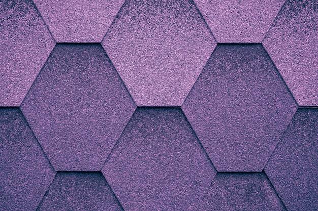 Cobrir em forma de losango. fundo de telha de telhado roxo escuro.