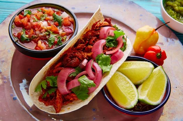 Cochinita pibil comida mexicana com pico de gallo