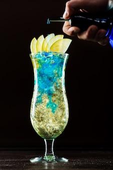 Cocktail blue curaçao