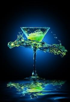 Cocktail colorido em vidro