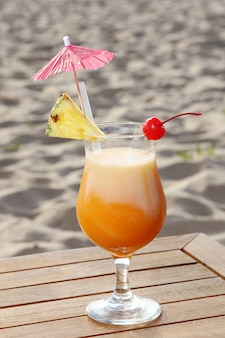Cocktail de fruta doce com morango