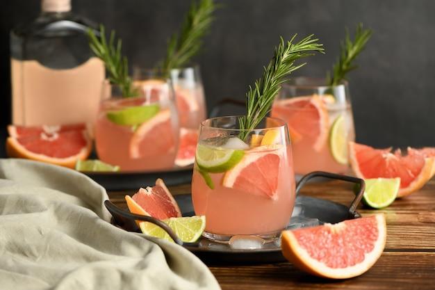 Cocktail de limão e toranja fresca