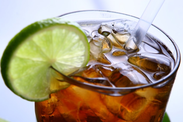 Cocktail de long island com bebida fresca de vodka cola