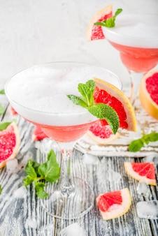 Cocktail de martini cítrico frio. aperol spritz