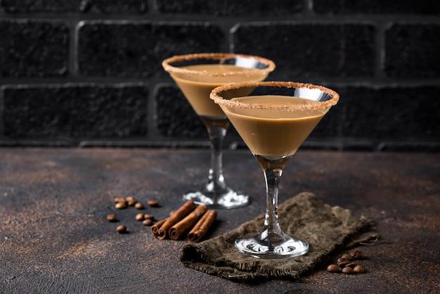 Cocktail de martini de chocolate ou licor de creme irlandês