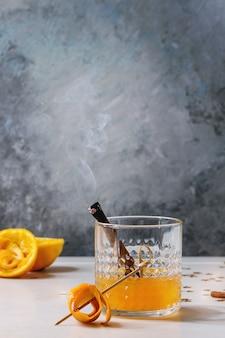 Cocktail de uísque laranja