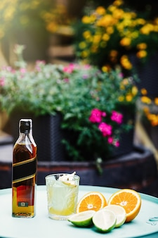 Cocktail de verão alcoólico delicioso