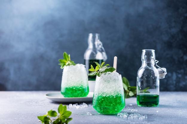 Cocktail de verão com hortelã