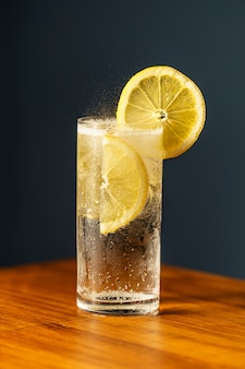 Cocktail gin tonic.
