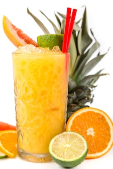 Cocktail long drink laranja com cítricos