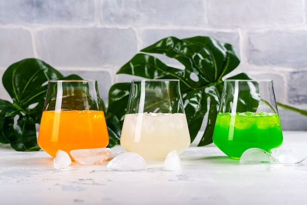 Cocktails de verão tropical