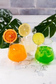 Cocktails de verão tropical