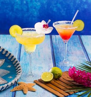 Cocktails margarita e sexo na praia no caribe do méxico