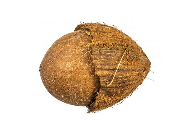 Coco cortado ao meio isolado
