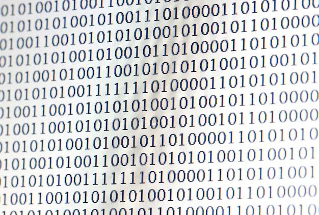 Código binário no monitor do computador de led