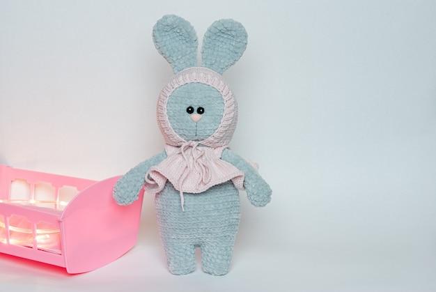 Coelhinho de malha de brinquedo macio de malha