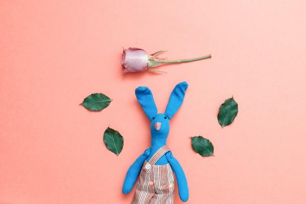 Coelho dá flores para um feriado