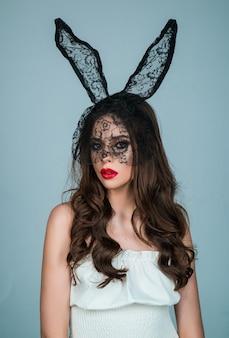 Coelho da páscoa garota retrato da moda sexy mulher com máscara de coelho sensual sedutor