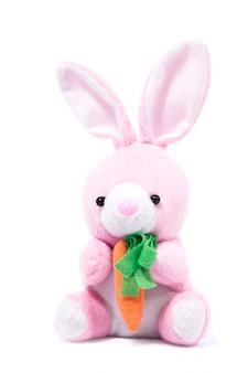 Coelho de pelúcia rosa com cenoura