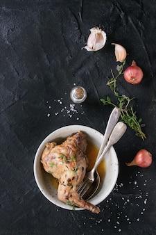 Coelho estufado com legumes