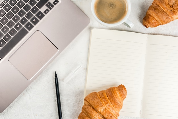 Coffee break. café da manhã ou almoço no trabalho