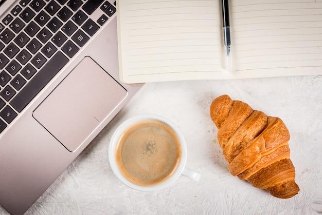 Coffee-break no local de trabalho