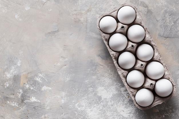 Cofragem com ovos e cópia-espaço