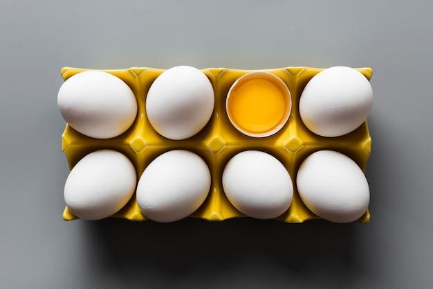 Cofragem com um ovo rachado