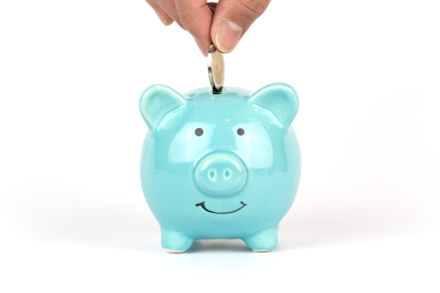 Cofrinho azul isolado com fundo branco para economizar dinheiro.