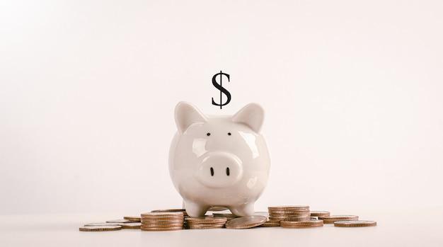 Cofrinho de porco é um lugar para guardar dinheiro.