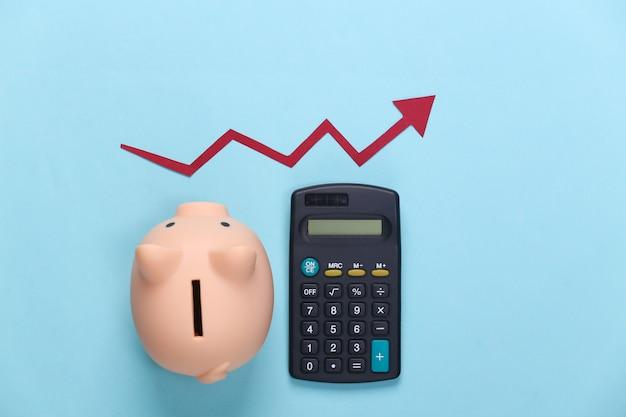 Cofrinho e calculadora com seta vermelha de crescimento em azul. gráfico de setas subindo. depósito