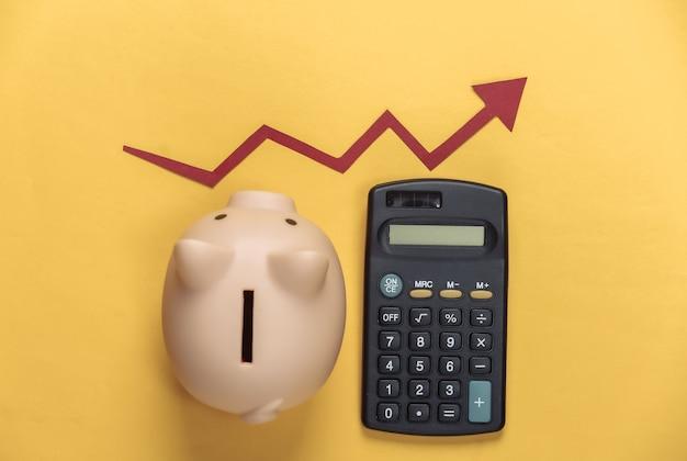 Cofrinho e calculadora com seta vermelha em amarelo. gráfico de setas subindo. depósito