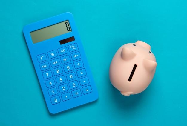 Cofrinho e calculadora em azul
