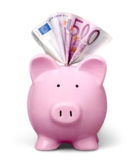 Cofrinho e várias notas de euro em fundo branco