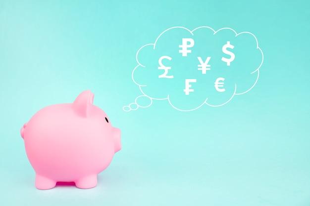 Cofrinho rosa com moedas do mundo digital de holograma em nuvem pensamento acima de sua cabeça sobre fundo azul. conceito de troca de moeda global.