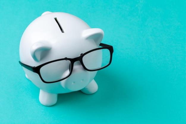 Cofrinho rosa com óculos
