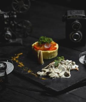 Cogumelo cremoso refogado com arroz e salada