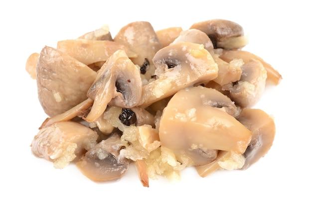 Cogumelos em conserva em branco