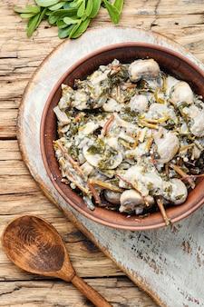 Cogumelos estufados com portulaca