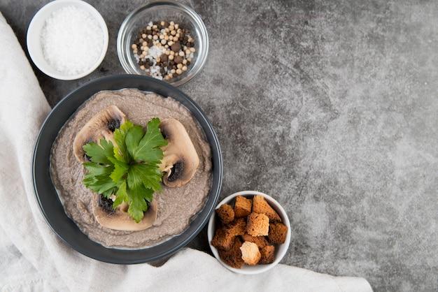 Cogumelos legumes creme sopa cópia espaço