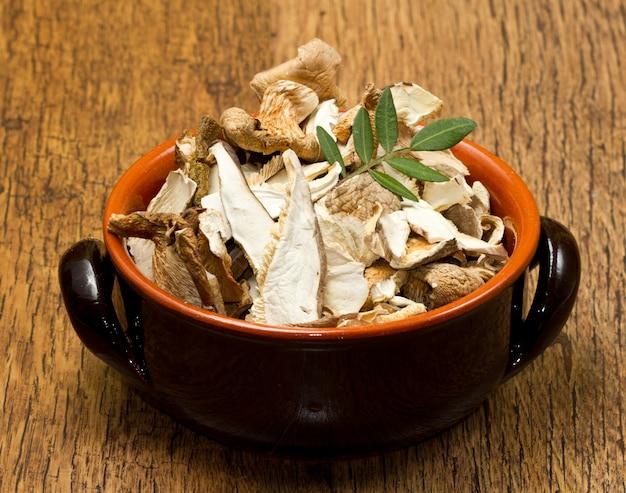 Cogumelos secos