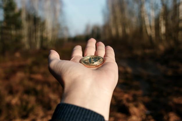 Coin bitcoin na mão