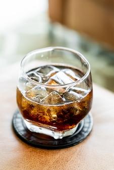 Cola com gelo