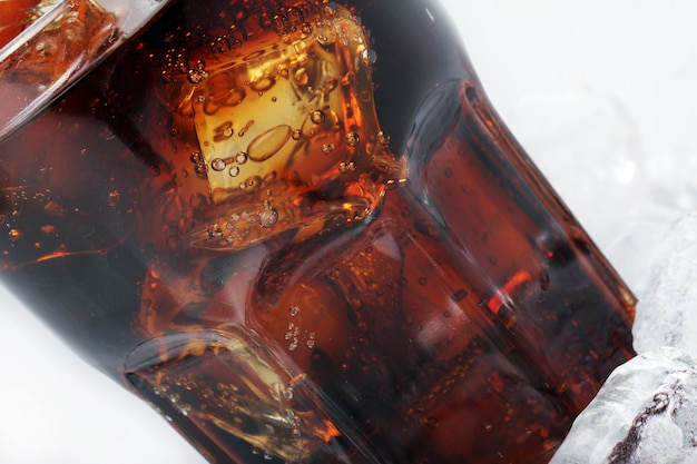 Cola fresca bebida em vidro