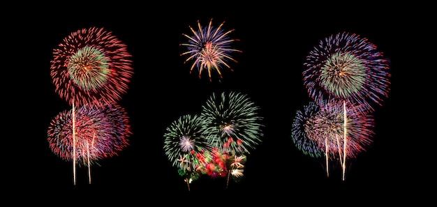 Colagem de fogos de artifício isolada no fundo preto individualmente para uso gráfico